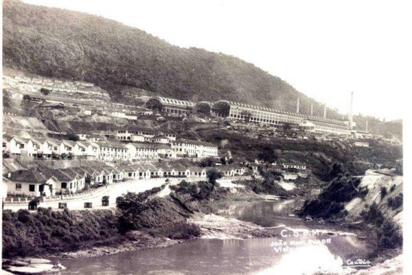 Vista do rio e da Siderúrgica com a Usina